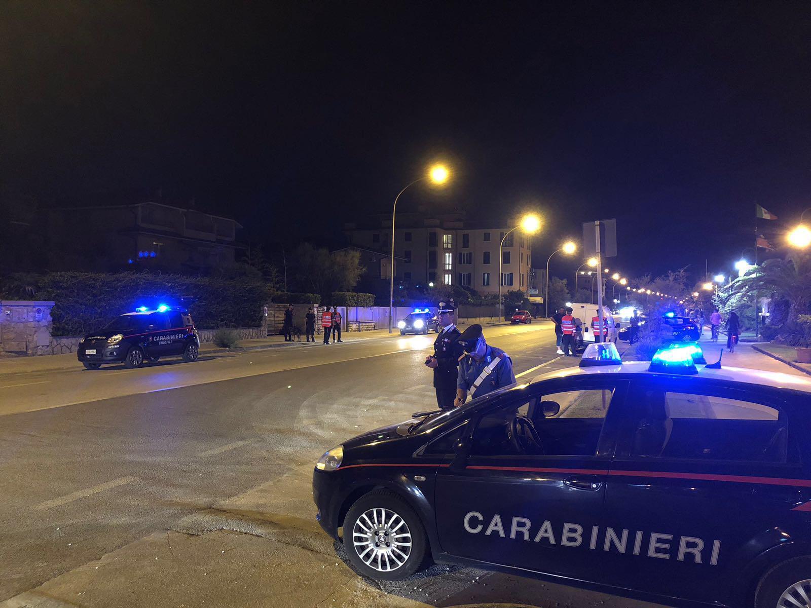 Minacciato con un coltello alla tempia e rapinato del cellulare in Passeggiata a Viareggio