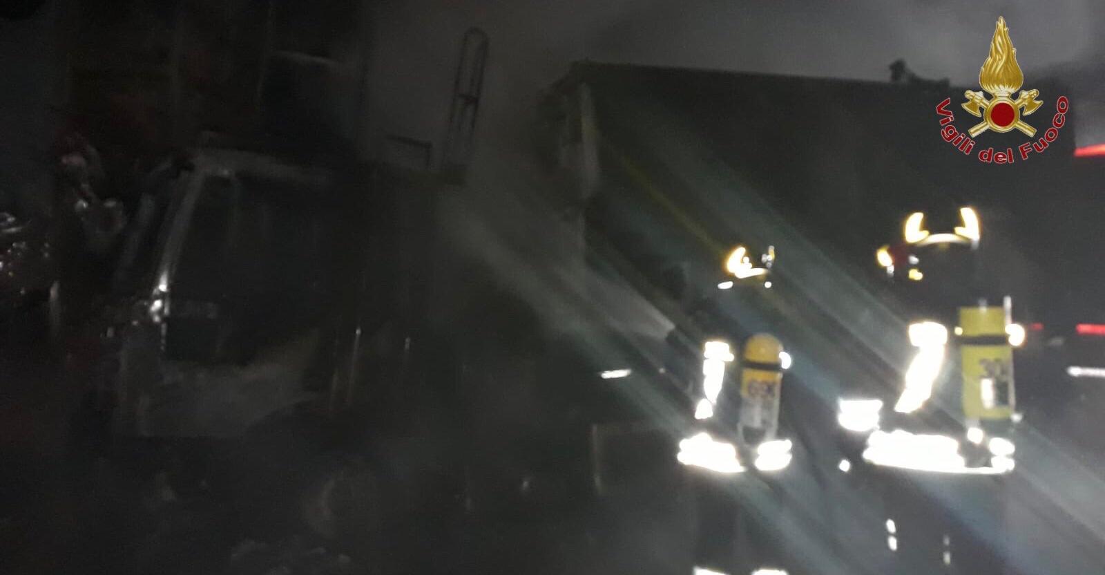 Mezzo pesante a fuoco sulla FiPiLi