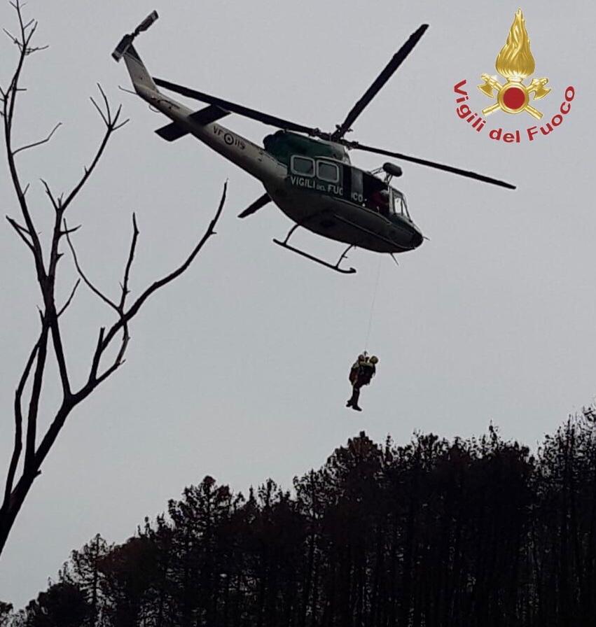 Si perde nel bosco, in volo l'elicottero dei vigili del fuoco da Genova per recuperarlo