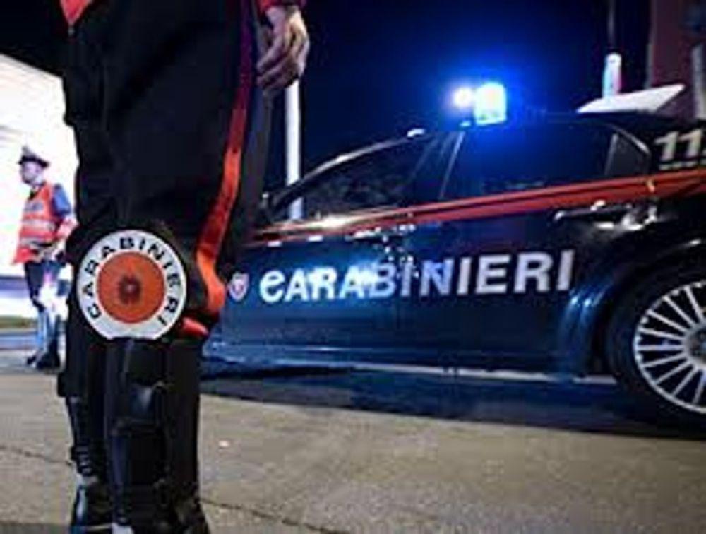 Usava l'auto come mini market della droga, scoperto e arrestato