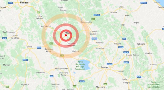 Un boato, e la terra torna a tremare in Toscana: la scossa ad Arezzo, paura in città