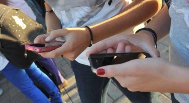 Adescamento online tra chat e social: i consigli della Polizia per una navigazione sicura