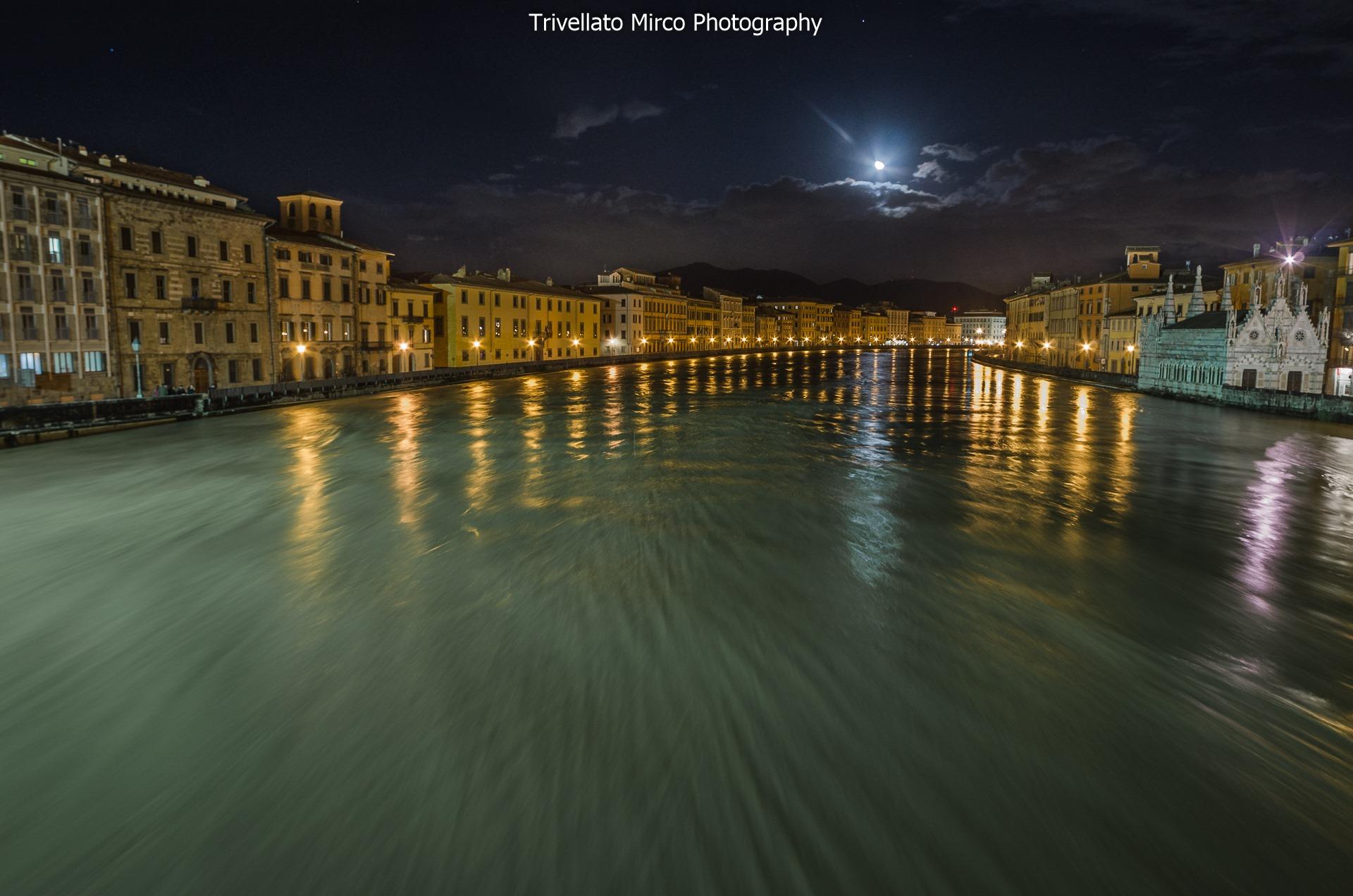 La piena dell'Arno a Pisa nei clic di Mirco Trivellato