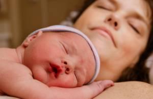 Avere un figlio i sensi di colpa delle mamme