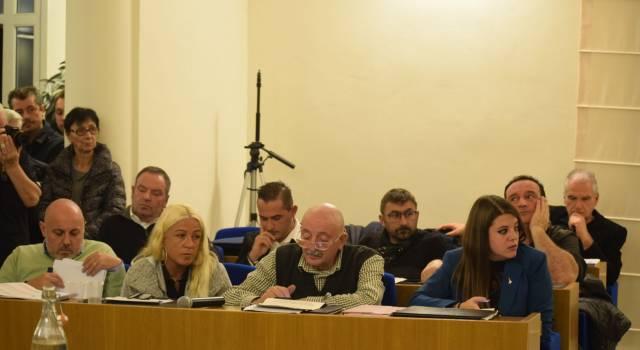 """Un'altra defezione in """"maggioranza"""" salta il consiglio comunale."""