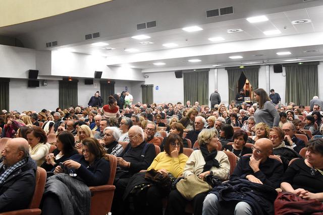 Grande successo a Pietrasanta per l'inaugurazione della nuova stagione del Teatro Comunale
