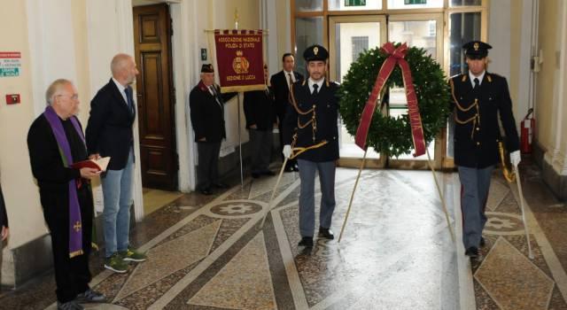 Onore ai caduti della Polizia, cerimonia officiata da don Lucio in Questura a Lucca