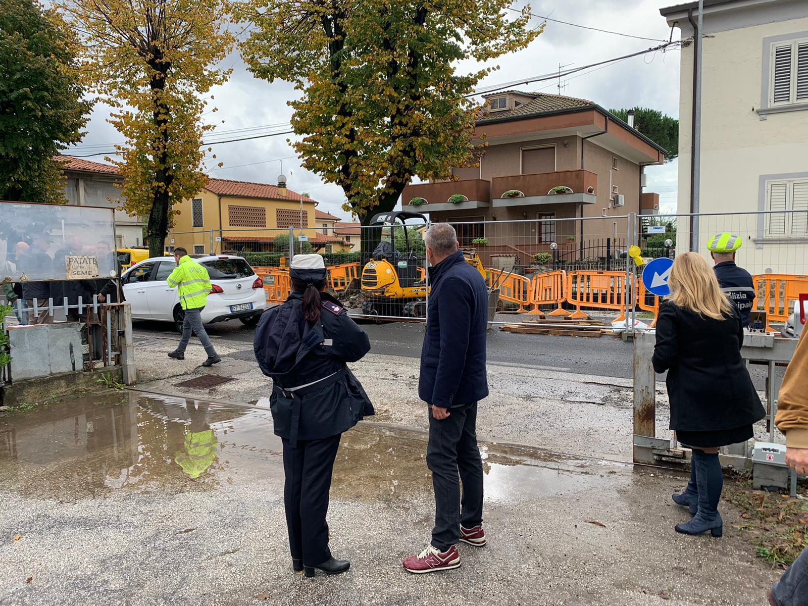 Maltempo, a Bozzano cede la strada: Sarzanese chiusa