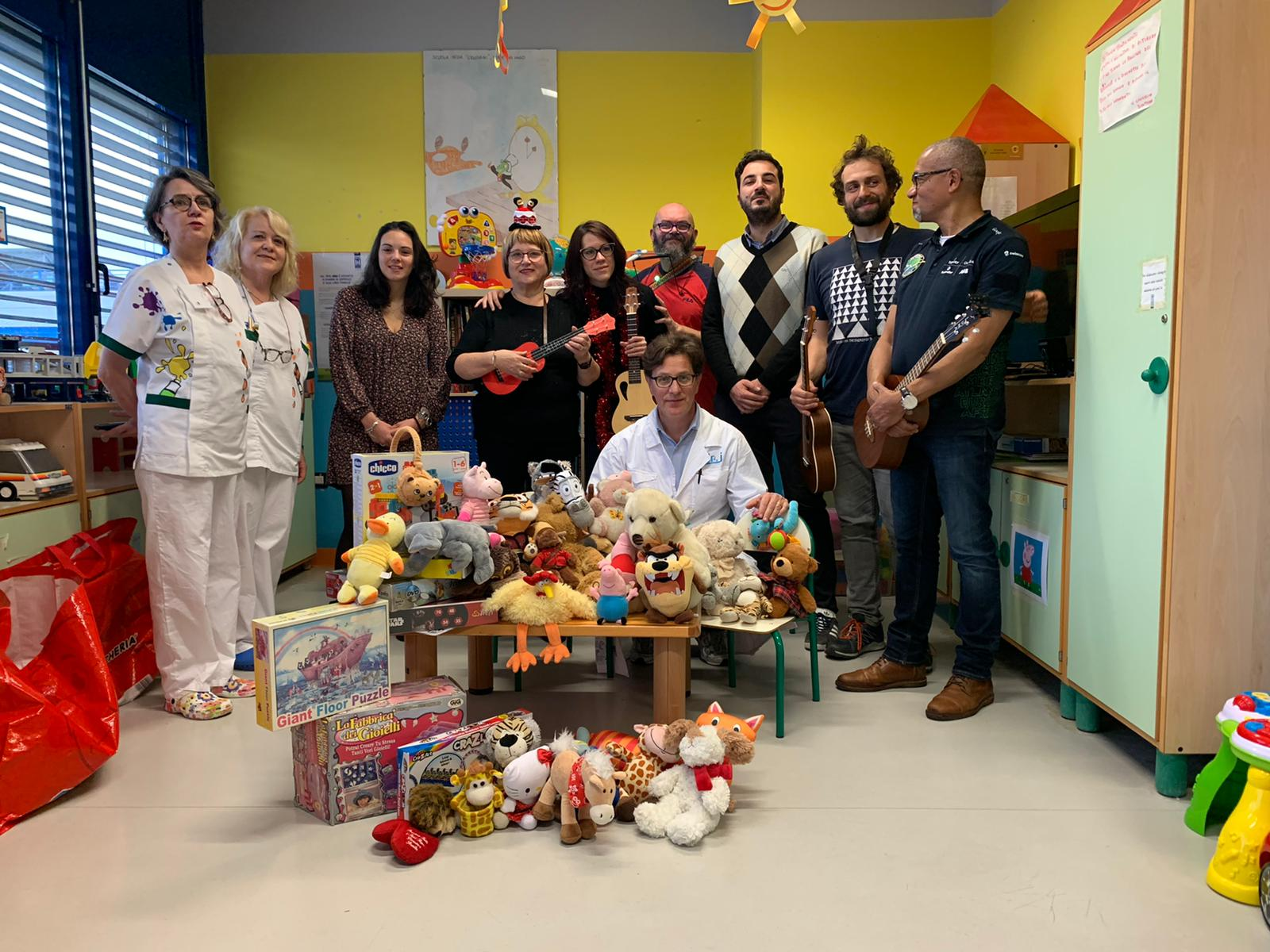 Il Leo Club Viareggio-Versilia dona giochi ai bambini ricoverati in Pediatria