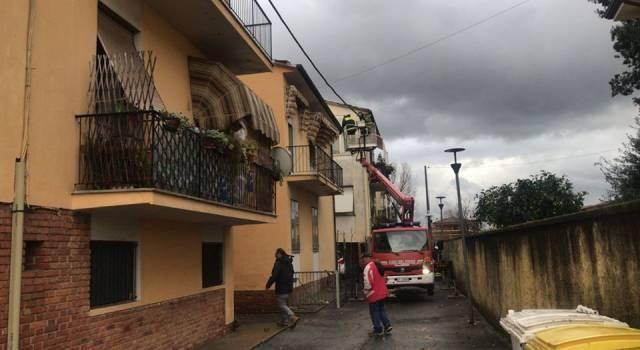 Tromba d'aria a Torre del Lago, danni ai tetti: allertati gli alberghi di zona per ospitare gli abitanti