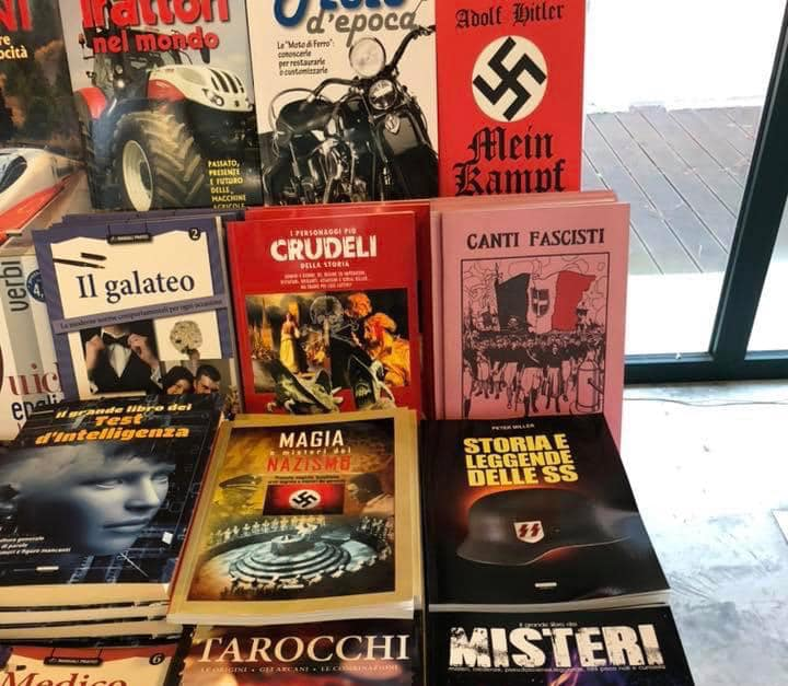 Libri fascio nazisti al mercatino di Natale in Versiliana, scoppia il caso