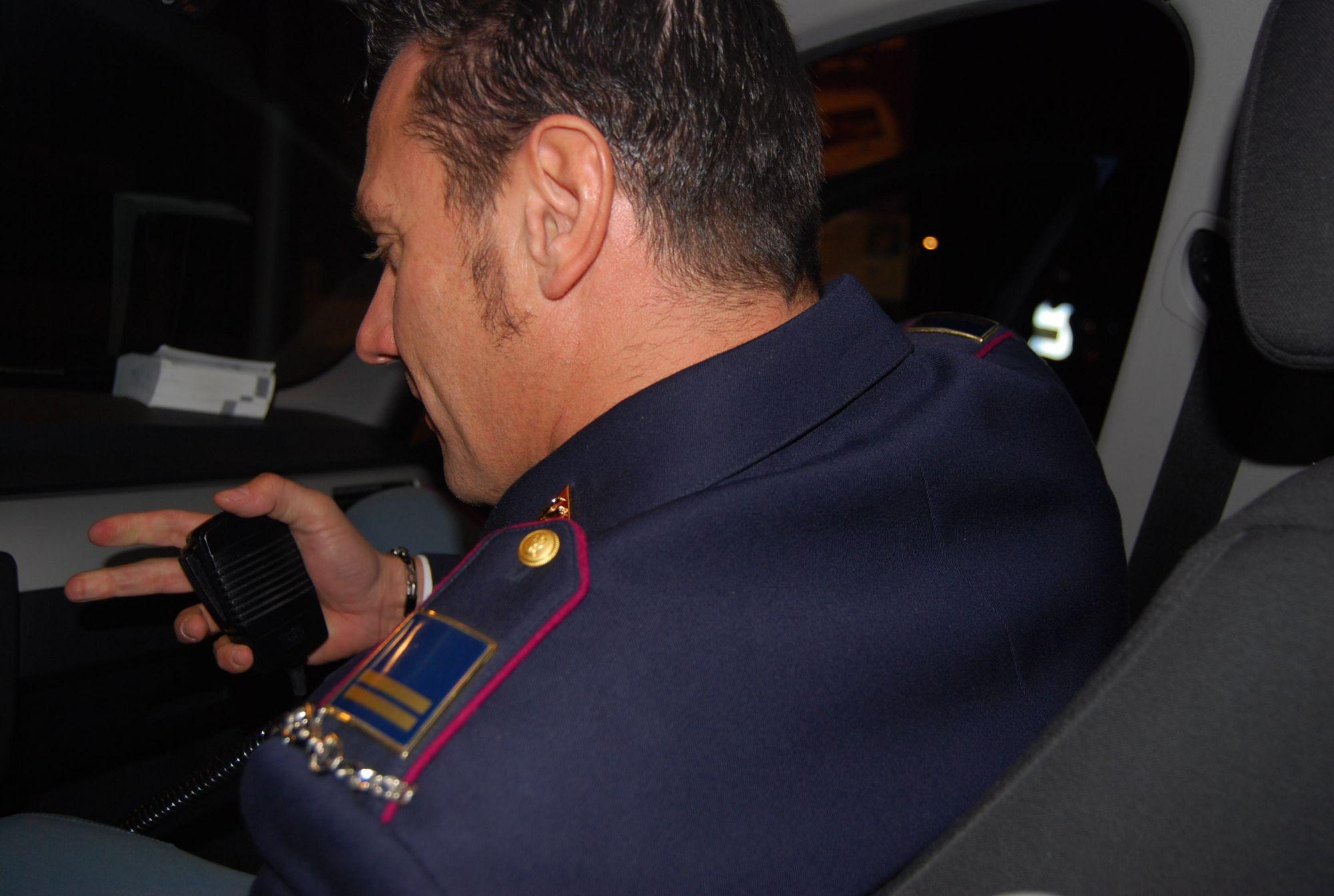 Ipovedente sedotta per soldi, il poliziotto in carcere accusato anche di circonvenzione di incapace