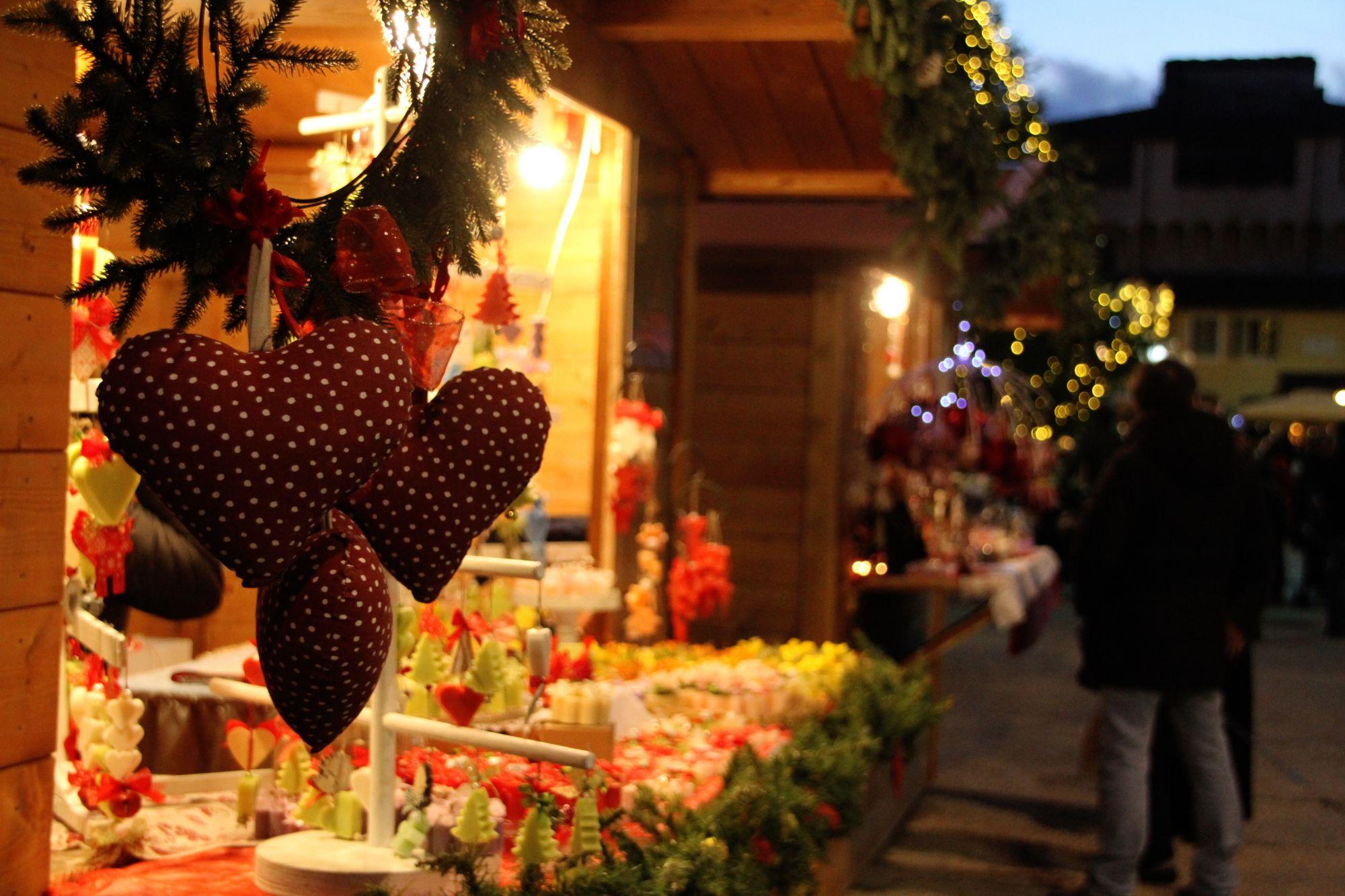 Apertura anticipata per Casa Babbo Natale, nel centro storico arriva la Regina delle Nevi