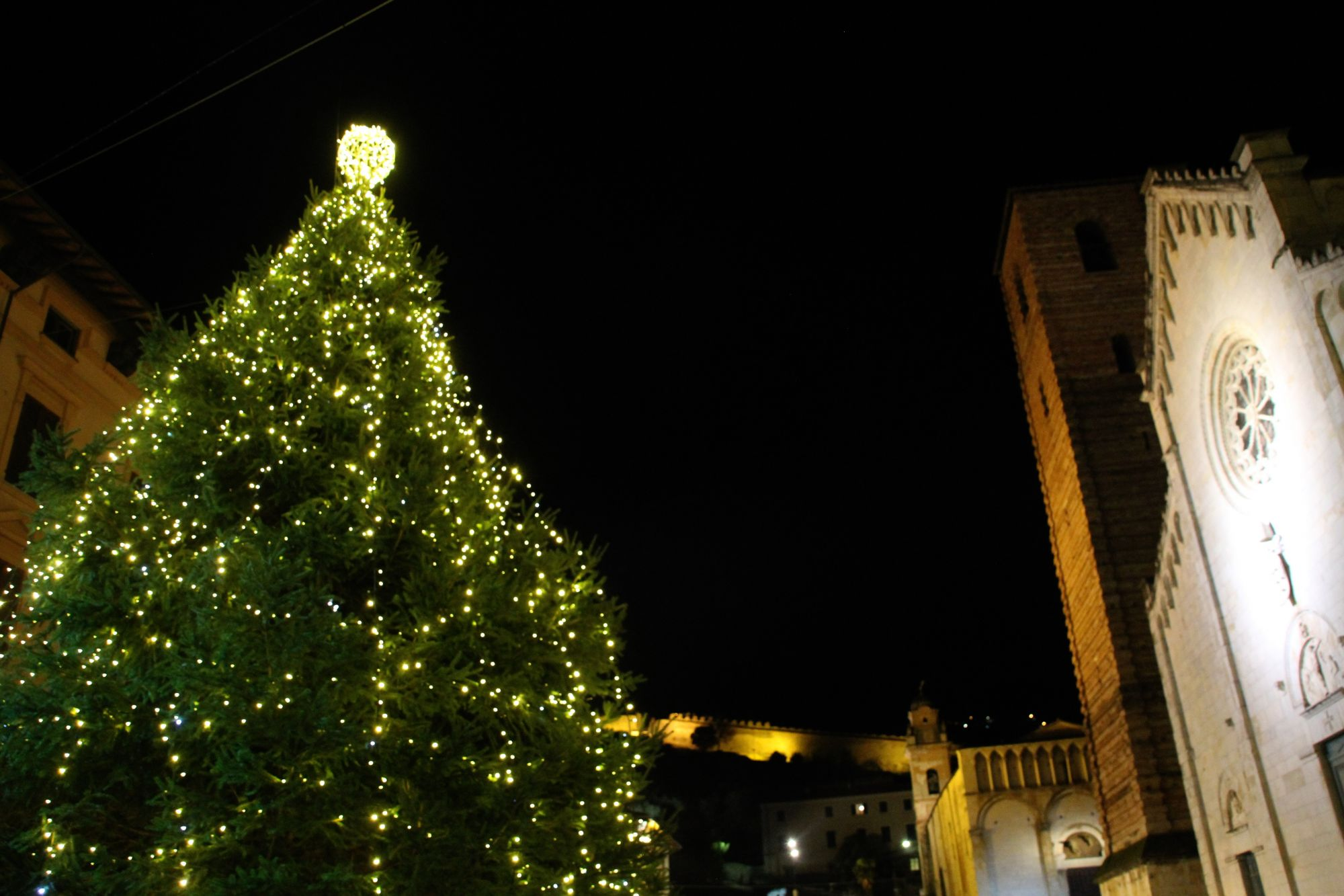 """Il sindaco Giovannetti """"Il Covid non spegnerà le luci sulla città. Speranza e resilienza"""""""