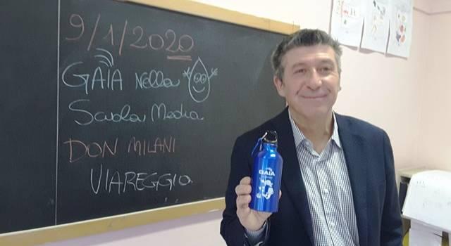 """Gaia a Viareggio con la borraccia """"Marina"""""""