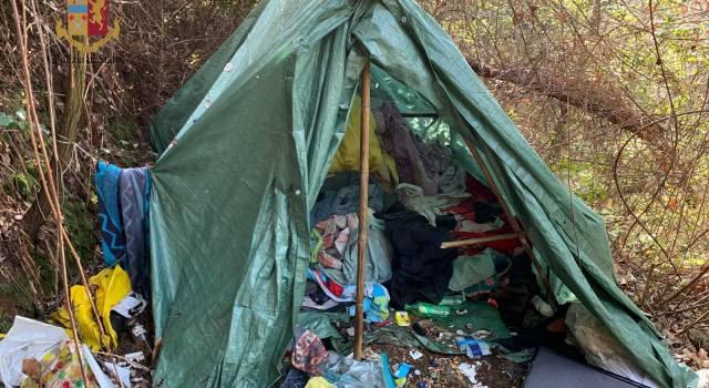Droga e accampamenti nei boschi di Camaiore, blitz della Polizia di Stato