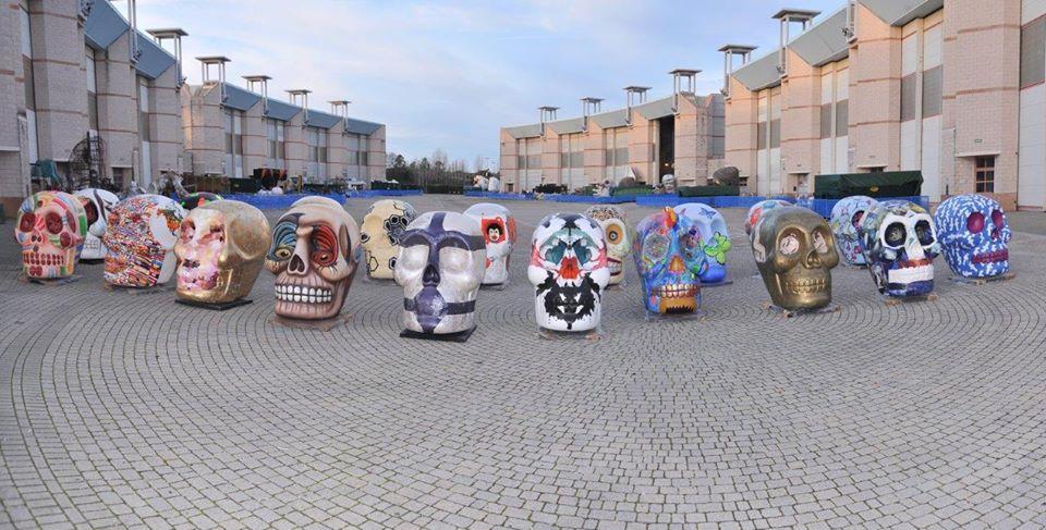 Teschi d'autore: artisti internazionali e del Carnevale firmano le opere. Tutte le foto