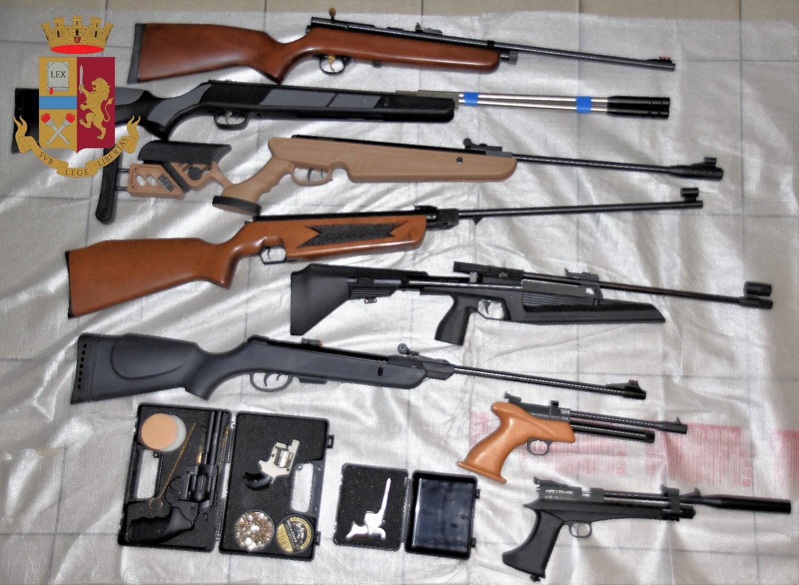 Blitz della Squadra Mobile in una casa a Viareggio: trovato un arsenale