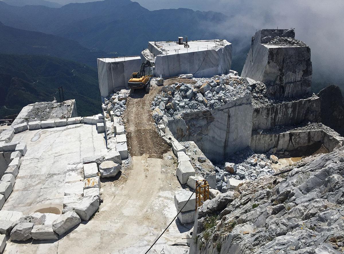 """Marmo, Confindustria: """"Le cave certificate sono il 70%, falsi i dati di Legambiente Carrara"""""""