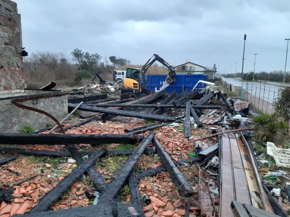 Distrutta nell'incendio nel 2013, rimozione di quel resta dell'ex Lampara