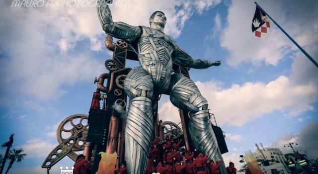 """Carnevale di Viareggio a metà settembre. Zucconi: """"Incompetenza e totale mancanza di buon senso"""""""