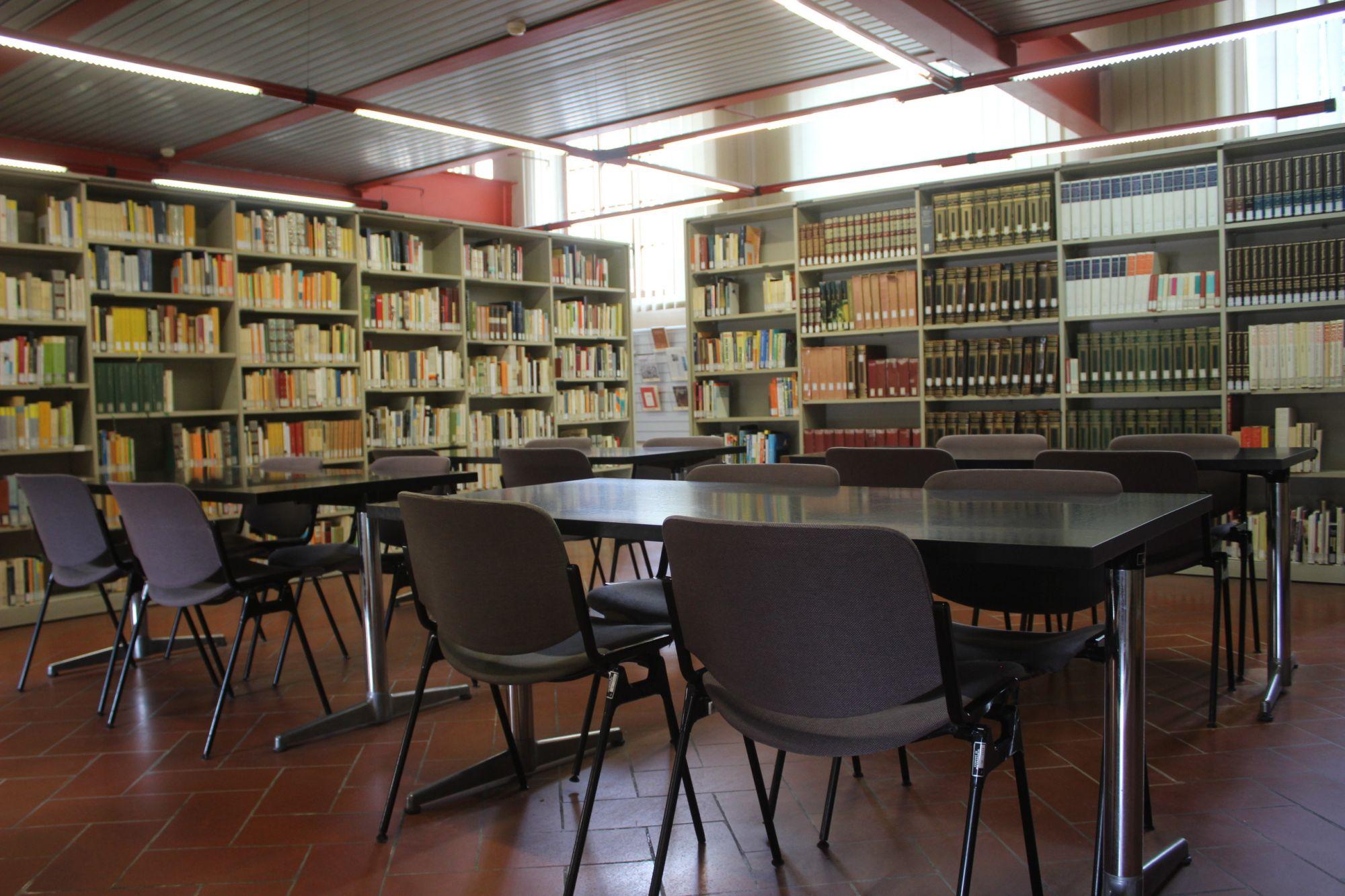 """Alla Biblioteca Comunale apre la """"Vetrina tematica"""", si parte con le letture dedicate a """"San Valentino"""""""
