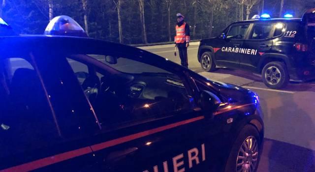 Punta un coltello ad un ragazzo e lo rapina, preso dai Carabinieri