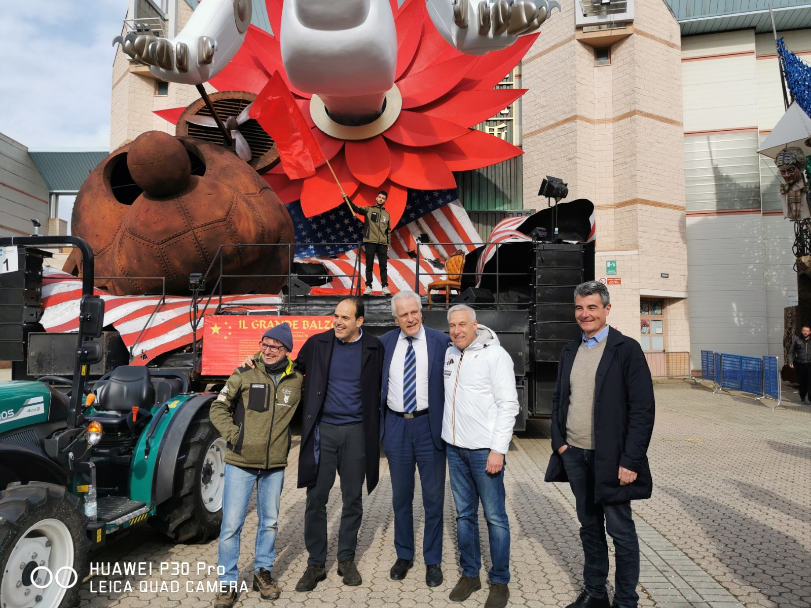 Eugenio Giani in visita in Cittadella del Carnevale