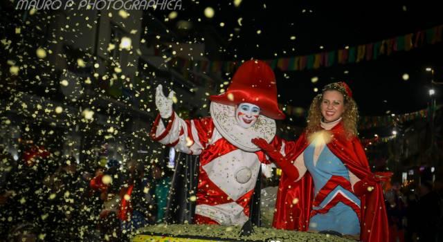 Carnevaldarsena, buona la prima: il Baccanale nelle foto di Mauro Pucci