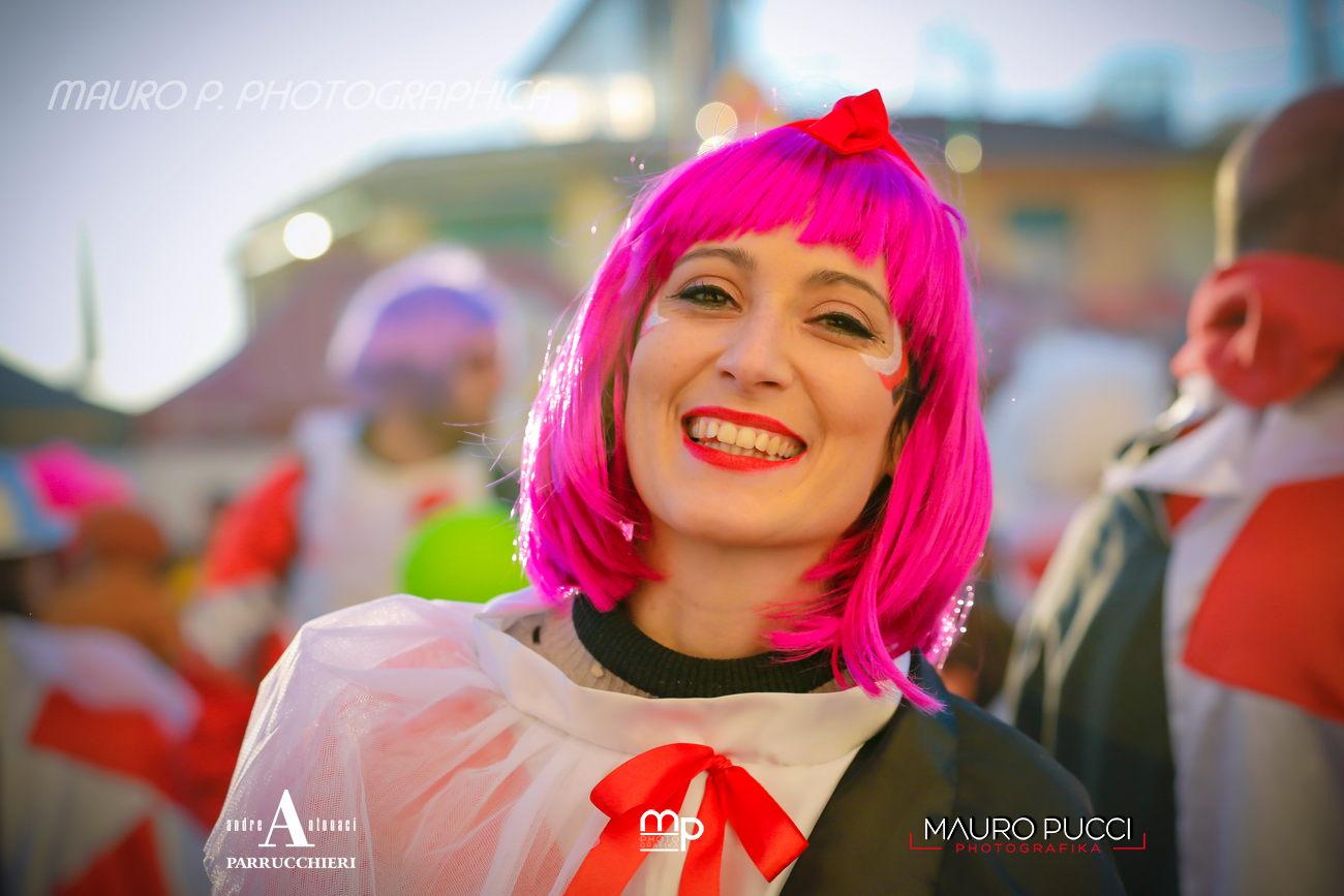 Carnevale Viareggio, una folla saluta il terzo corso in notturna: la fotogallery di Mauro Pucci
