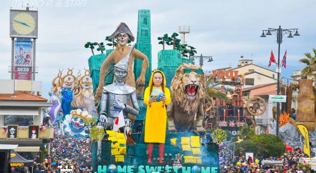 Carnevale di Viareggio 2020, i carri di prima e seconda categoria immortalati da Mauro Pucci