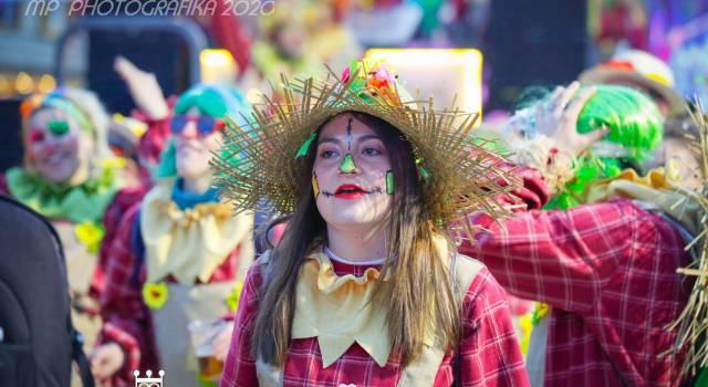 Il 2°corso nei clic di Mauro Pucci: miss Italia, Staino e i volti  del Carnevale di Viareggio