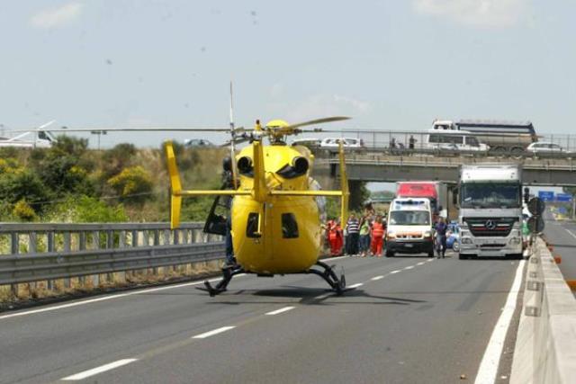 Carambola tra più auto in A12 in direzione di Viareggio, un ferito grave a Cisanello