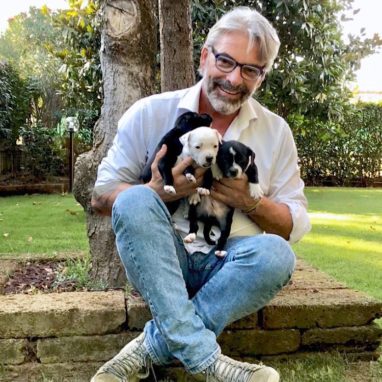 """Cane col Coronavirus ad Hong Kong, il noto veterinario Alessandro Bianchi lo esclude: """"Il Covid-19 ad oggi colpisce solo l'uomo"""""""