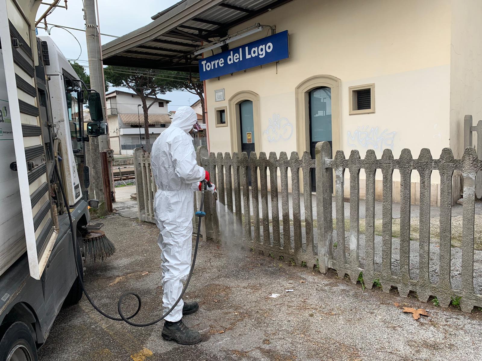 Coronavirus, Sea al lavoro per sanificare Viareggio e Torre del Lago con un germicida