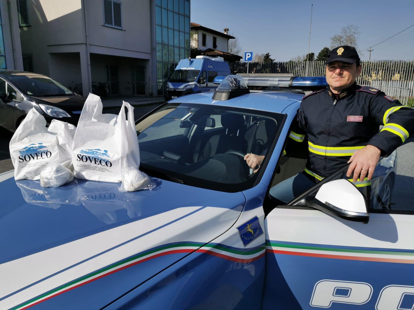 Coronavirus, una ditta della Versilia dona una fornitura di mascherine alla Polizia Stradale