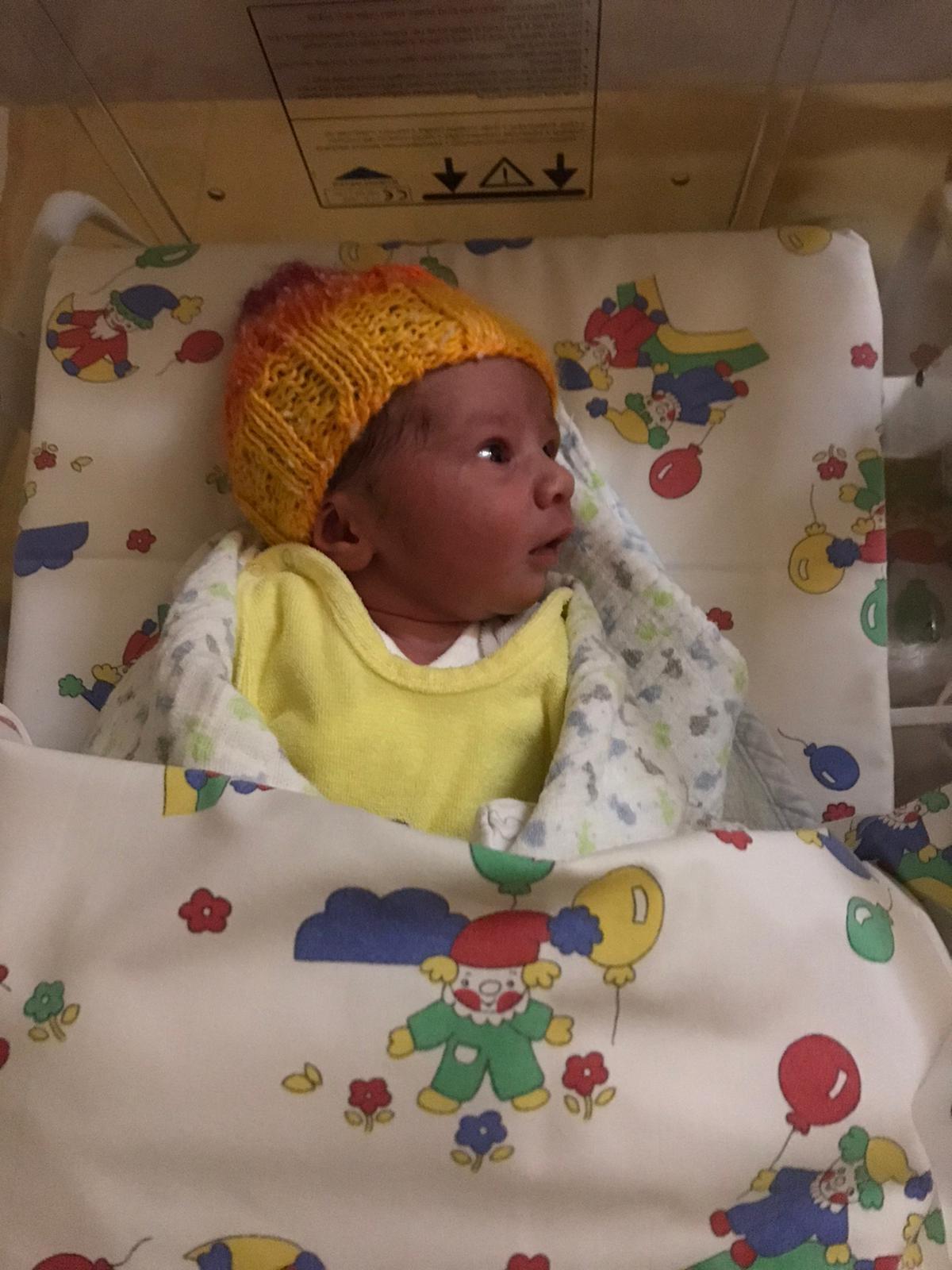 Benvenuto al mondo Keanu, il miracolo della vita nei tempi del Coronavirus: auguri ai genitori e a nonna Nadia