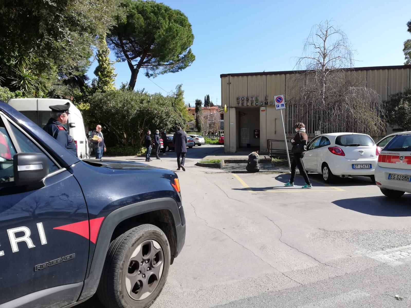 Massarosa, tensione alla Conad e alle Poste, arrivano i carabinieri