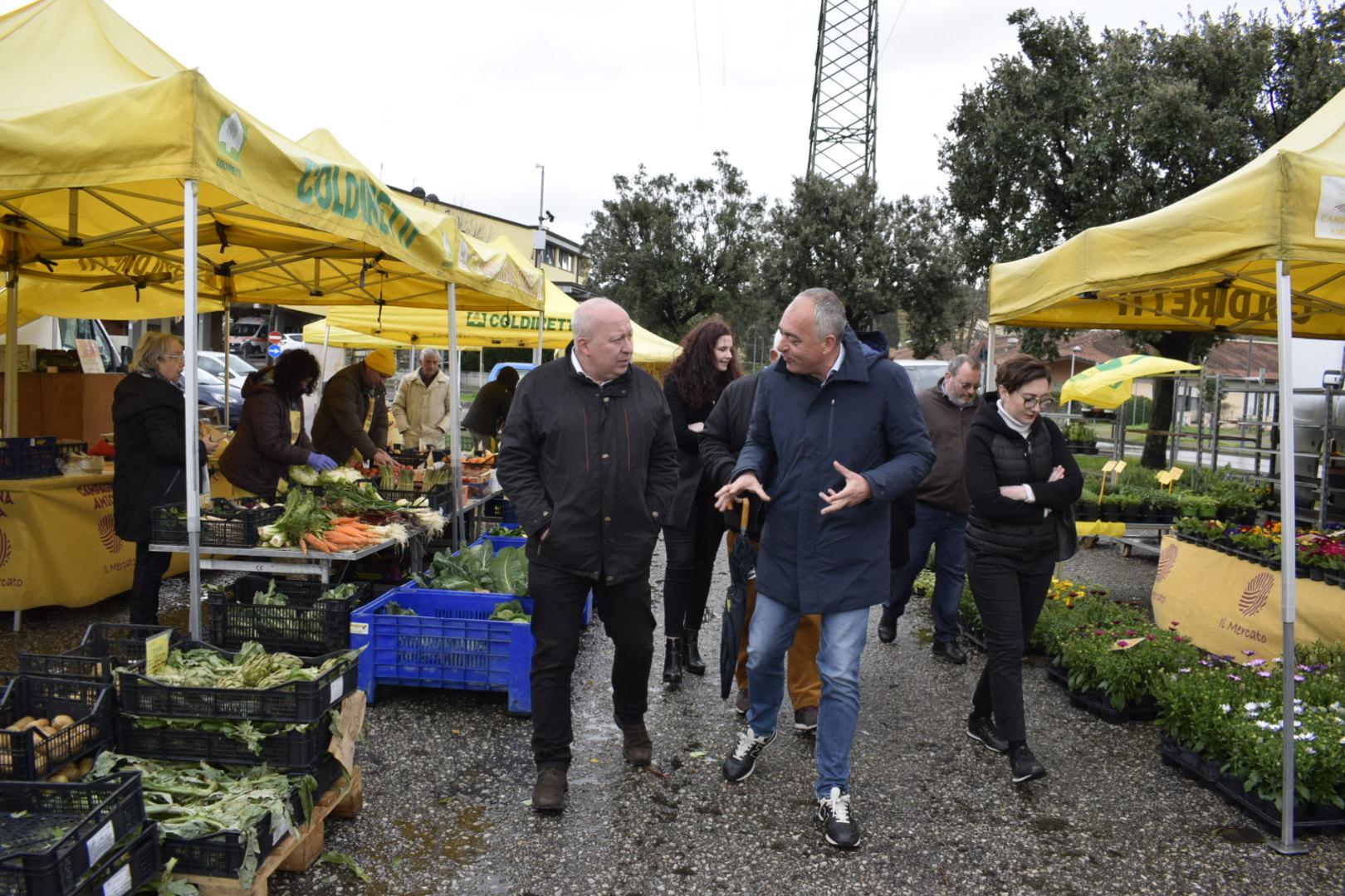 Il sindaco al mercato di Coldiretti per la campagna #mangiaitaliano
