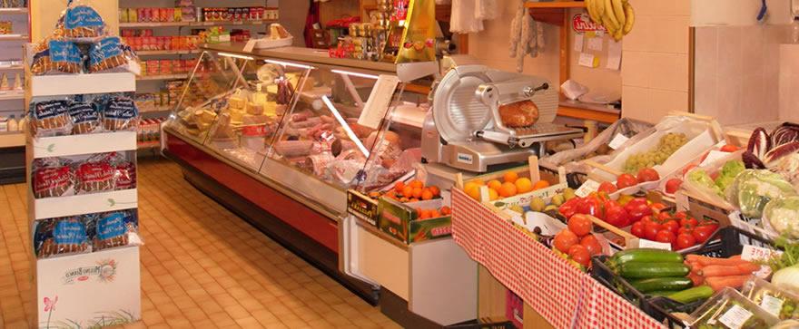 """Coronavirus, l'appello di Confcommercio ai negozi di alimentari: """"State aperti per favore"""""""