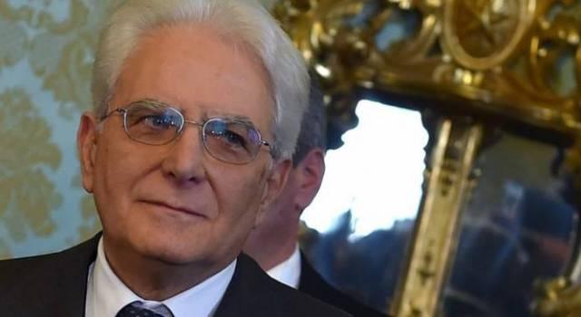 """Il messaggio di Mattarella agli italiani: """"Sarà una Pasqua diversa per tutti"""""""