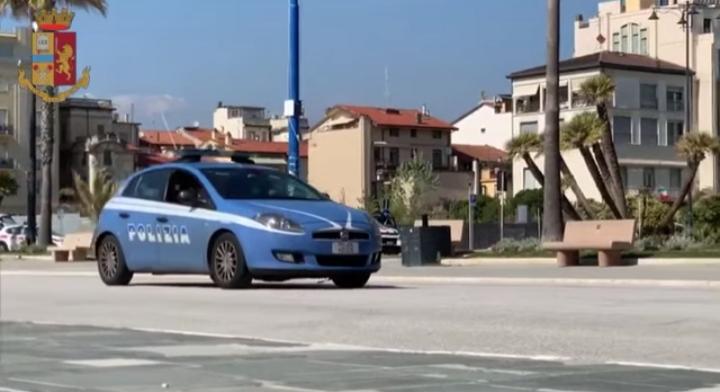 Occupano un edificio abbandonato in Darsena a Viareggio, scatta la denuncia. In due finiscono in manette