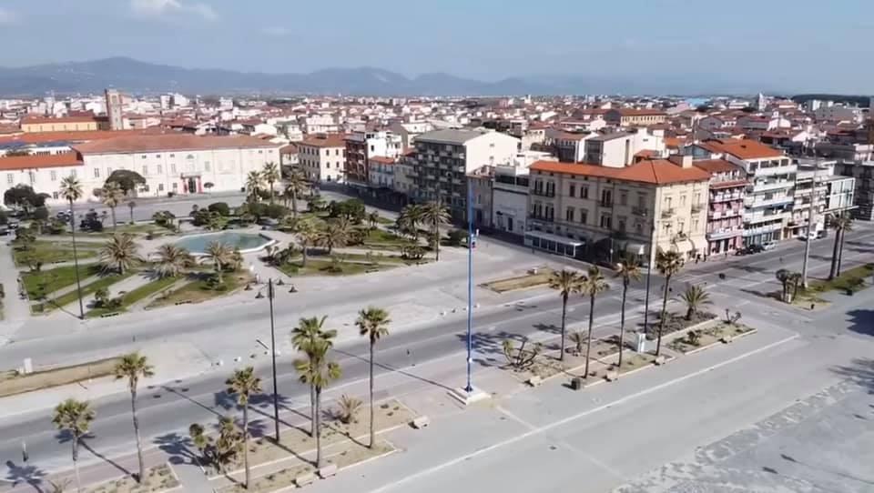 Fine settimana con passeggiata, spiagge e pinete aperte a Viareggio, il sindaco non rinnova l'ordinanza