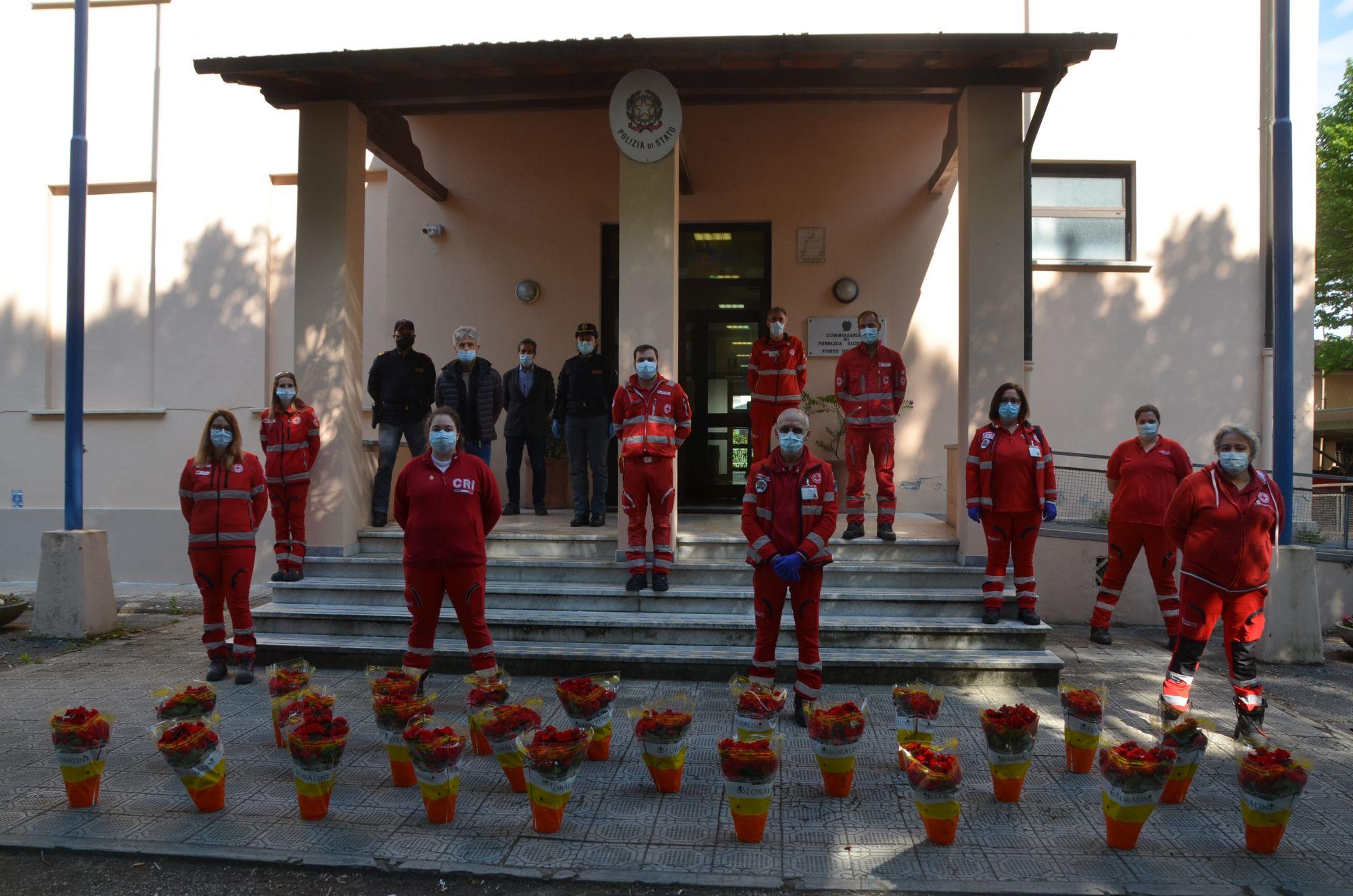 La Polizia di Stato di Forte dei Marmi riceve un dono dalla Croce Rossa Italiana