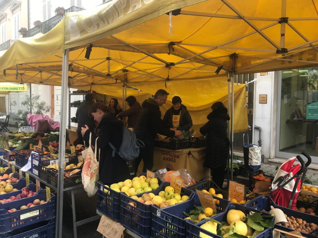 Coronavirus, solidarietà di Coldiretti a chi ha bisogno: prodotti e pasti per Caritas e mense