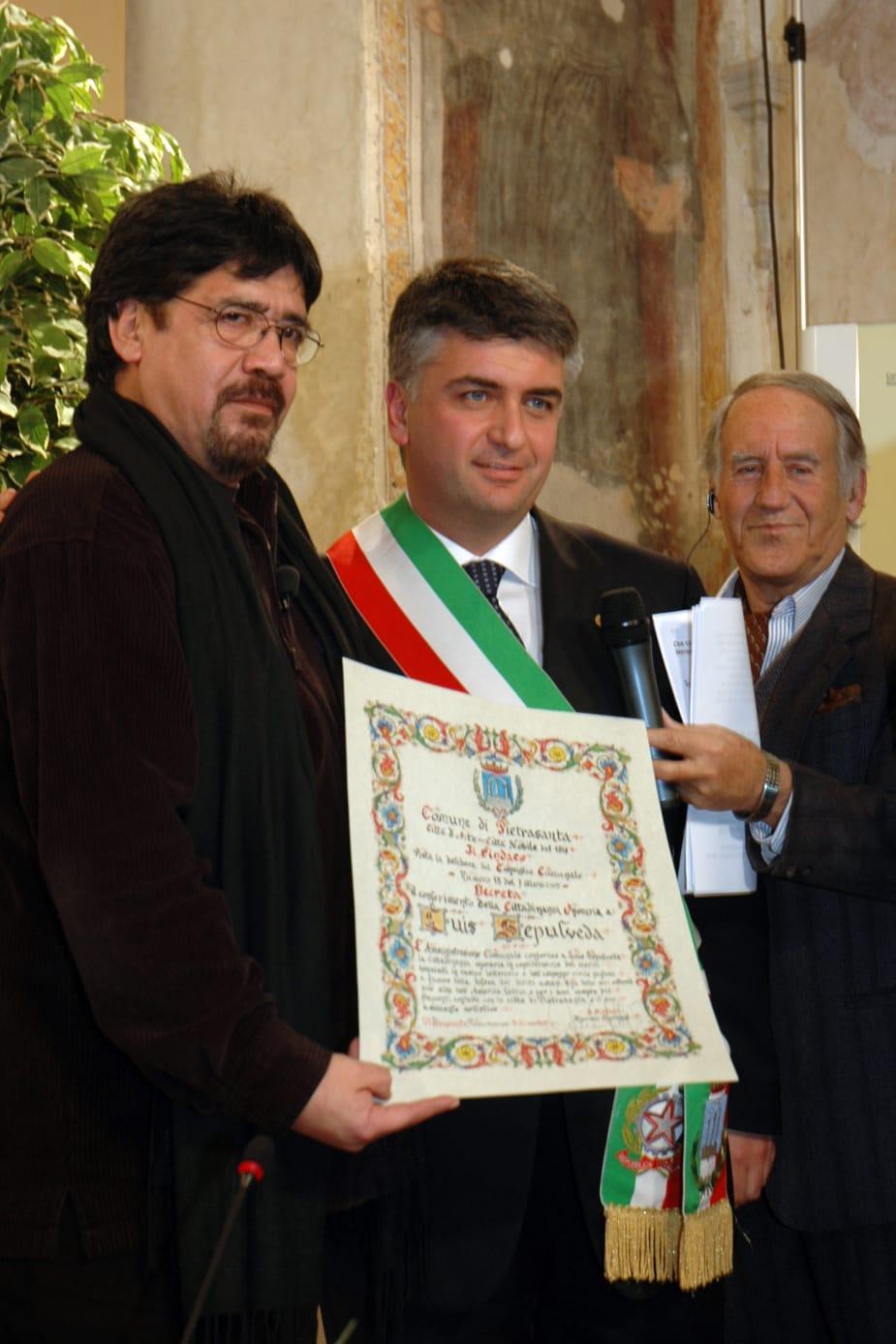 La morte di Luis Sepulveda: il sindaco Giovannetti, ha lasciato tracce indelebili nella memoria culturale e nei ricordi comunità di Pietrasanta