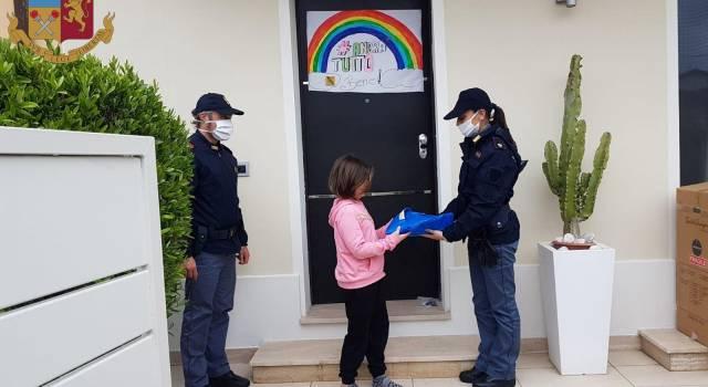 Covid 19, la Polizia di Viareggio in aiuto agli studenti consegna tablet e libri di testo