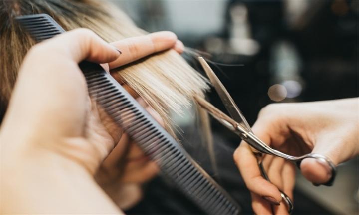 """Aperti dal 1 giugno, la disperazione di parrucchieri e centri estetici: """"Molti potrebbero aver cessato prima"""""""