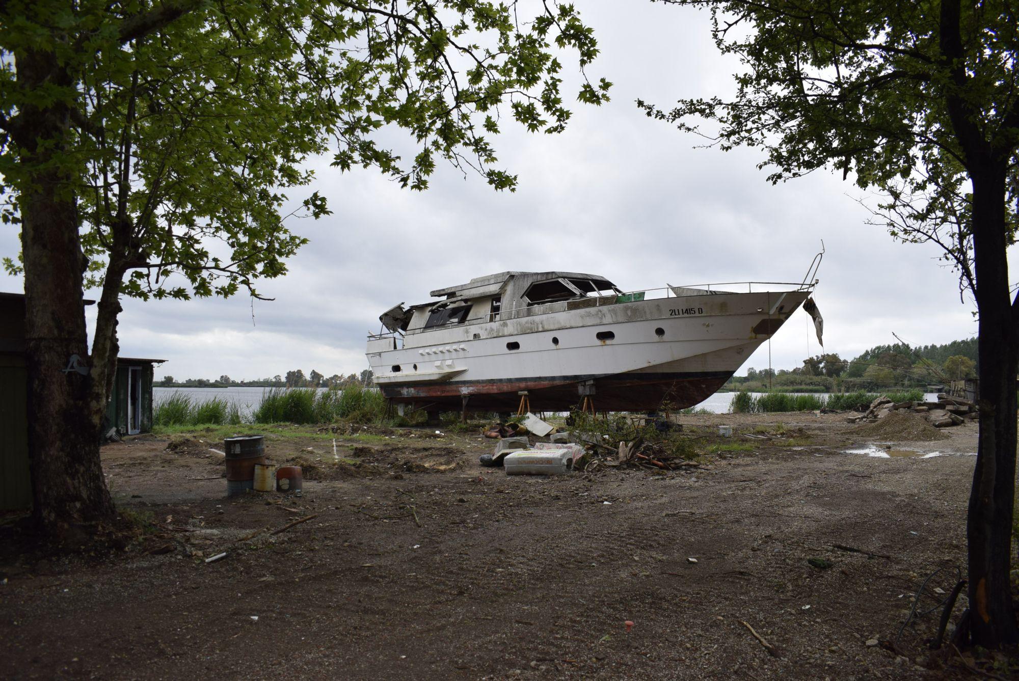 Una terrazza sullo yacht per osservare il lago