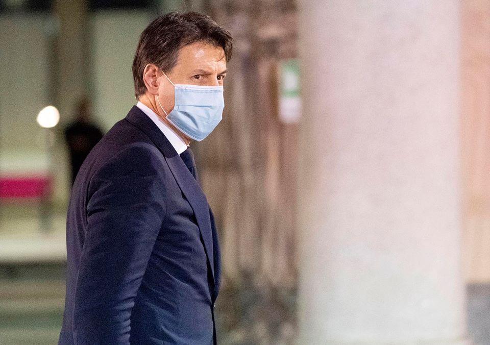 """Conte: """"Italiani responsabili ma la strada è ancora lunga. Non ignoro le richeste delle Regioni di anticipare le riaperture"""""""